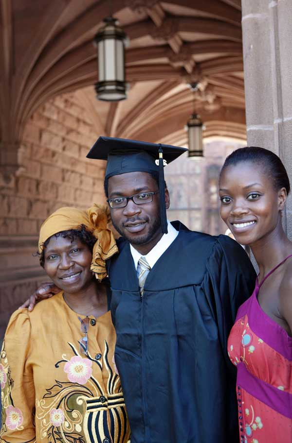 Graduate-and-Family